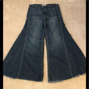 FREE PEOPLE VINTAGE EXTREME FLARE WIDE JEANS 29